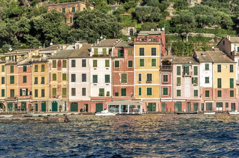 Farbenfrohe alte Gebäude am Ufer von Portofino stockfoto