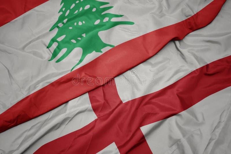 farbenfrohe Flagge von England und Nationalflagge von lebanon lizenzfreie stockfotografie