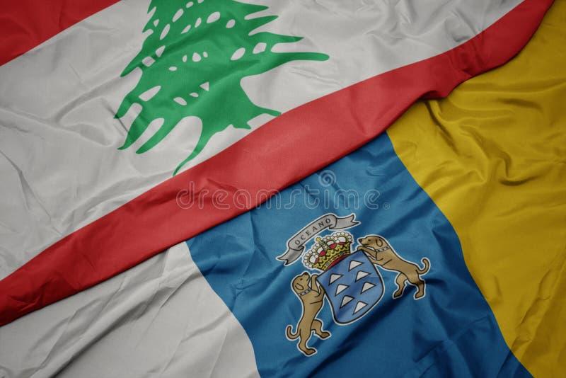 farbenfrohe Flagge von Kanarischen Inseln und nationale Flagge von lebanon lizenzfreie stockfotografie