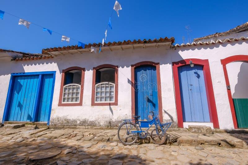 Farbenfrohe Häuser des historischen Zentrums in der Kolonialstadt Paraty, Rio de Janeiro, Brasilien stockbilder
