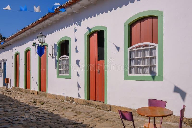 Farbenfrohe Häuser des historischen Zentrums in der Kolonialstadt Paraty, Rio de Janeiro, Brasilien stockfoto