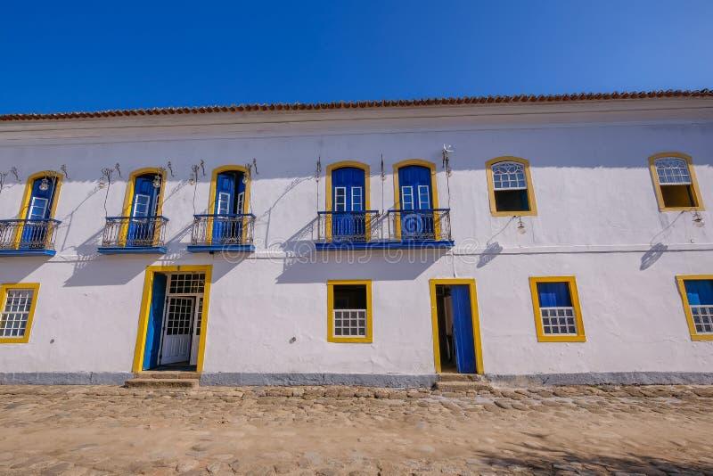 Farbenfrohe Häuser des historischen Zentrums in der Kolonialstadt Paraty, Rio de Janeiro, Brasilien stockfotografie