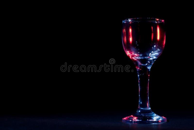 Farbengreller glanz auf Weinglas stockfoto