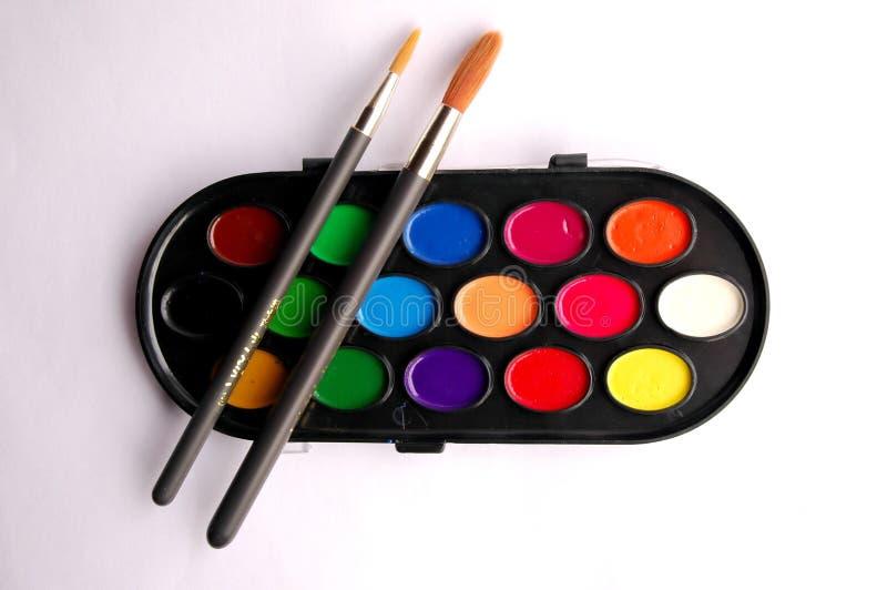Farbenpalette und -pinsel stockfotos