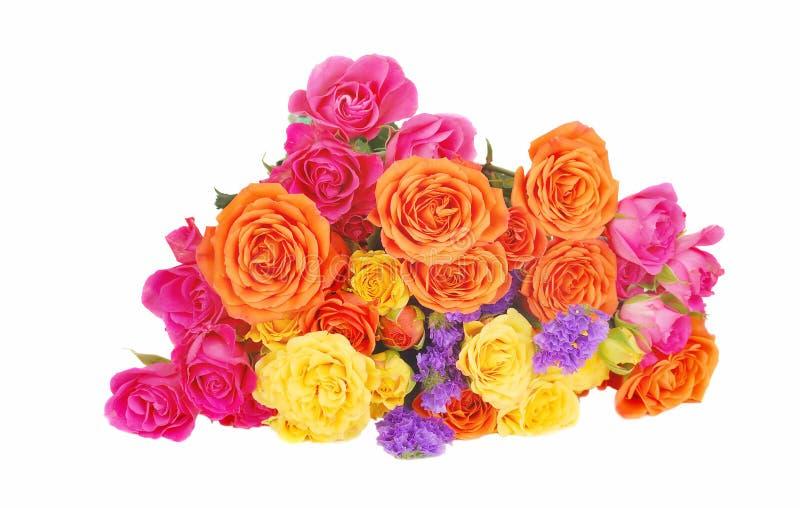 Farbenroseblumenstrauß lizenzfreie stockfotografie