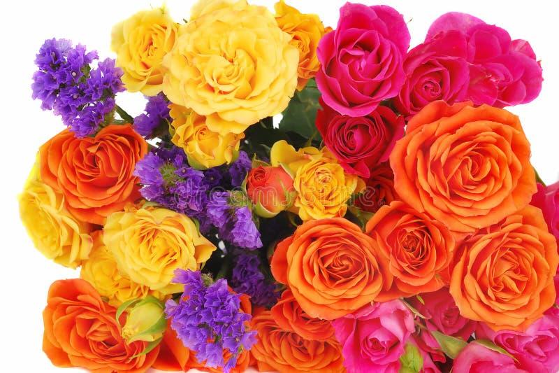 Farbenroseblumenstrauß getrennt stockbild