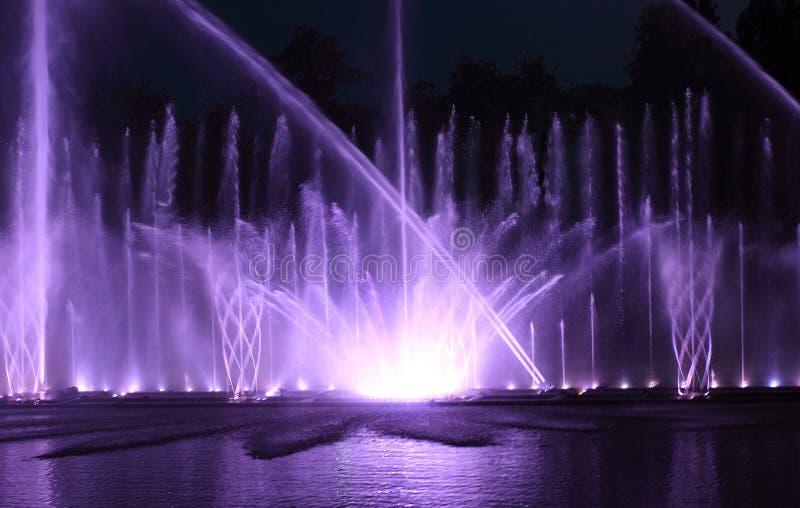 Farbenwasserbrunnen stockfoto
