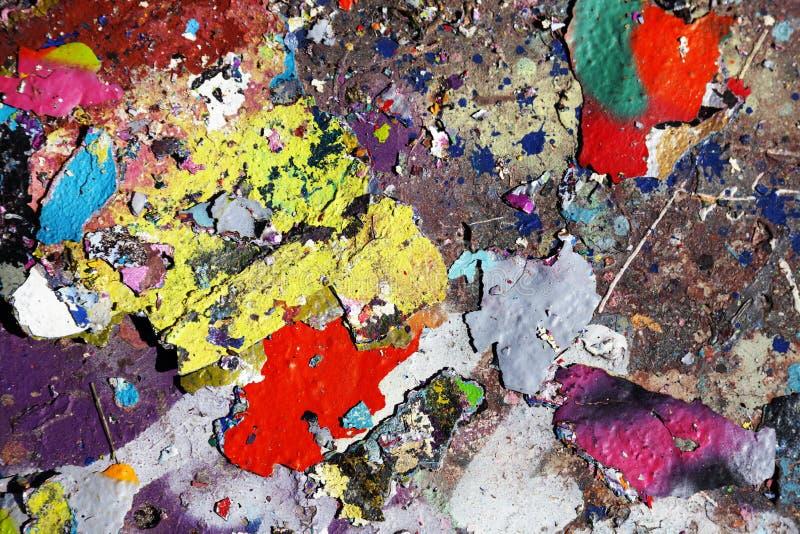 Farbflocken, die zu Boden fallen stockbilder