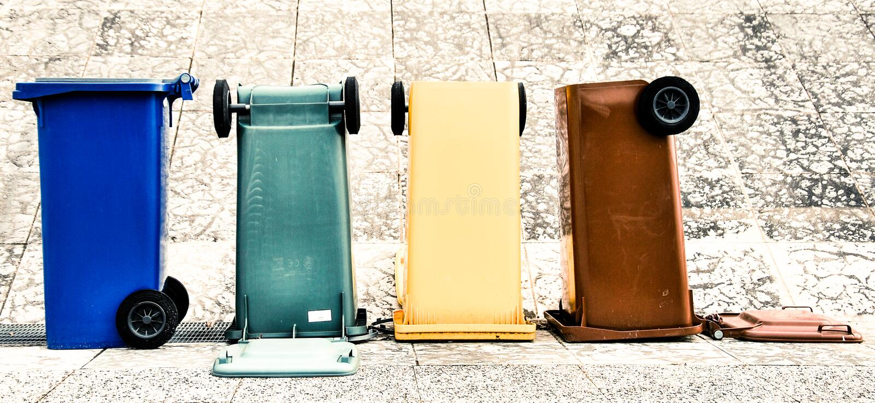 Farbige Behälter Trento Italien stockbild