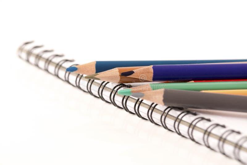Farbige Bleistift-Zeichenstifte stockfotografie