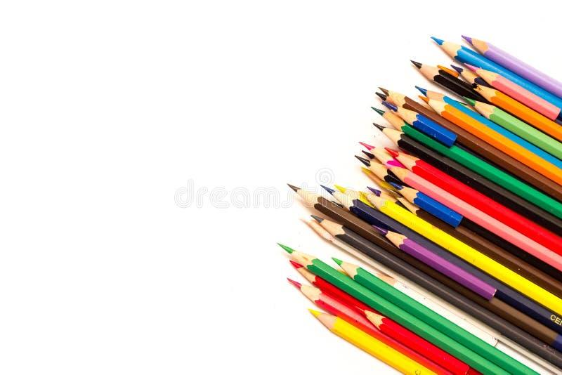 Farbige Bleistifte auf einem weißen Hintergrund stockfotos