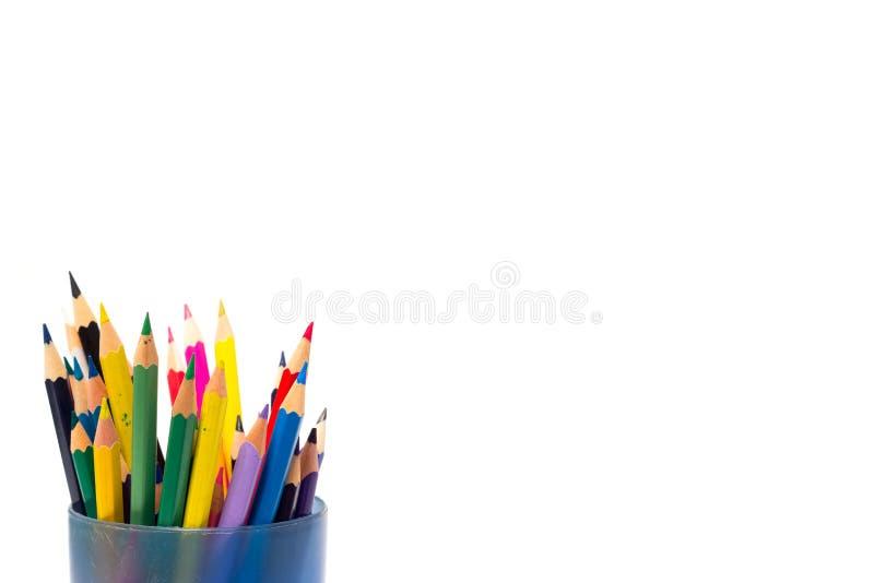 Farbige Bleistifte auf einem weißen Hintergrund lizenzfreie stockbilder