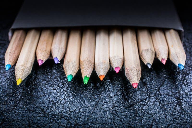 Farbige Bleistifte für kreative Idee und Konzept Zeichnung und Anstrich lizenzfreie stockbilder
