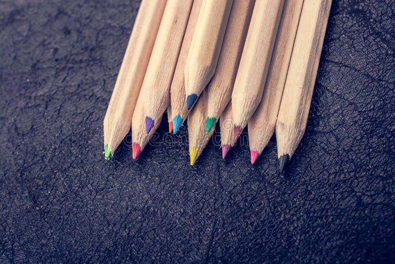 Farbige Bleistifte für kreative Idee und Konzept Zeichnung und Anstrich stockfoto