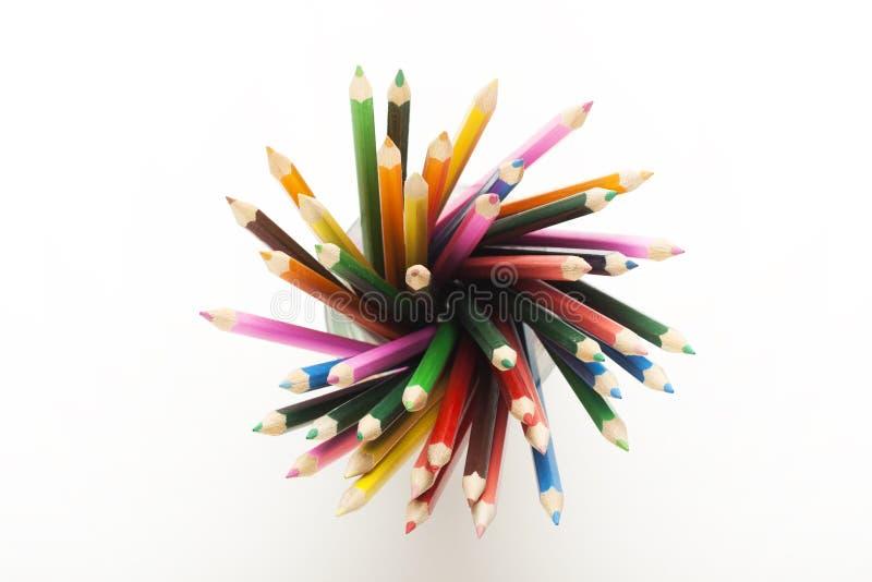 Farbige Bleistifte im Becher! lizenzfreie stockbilder