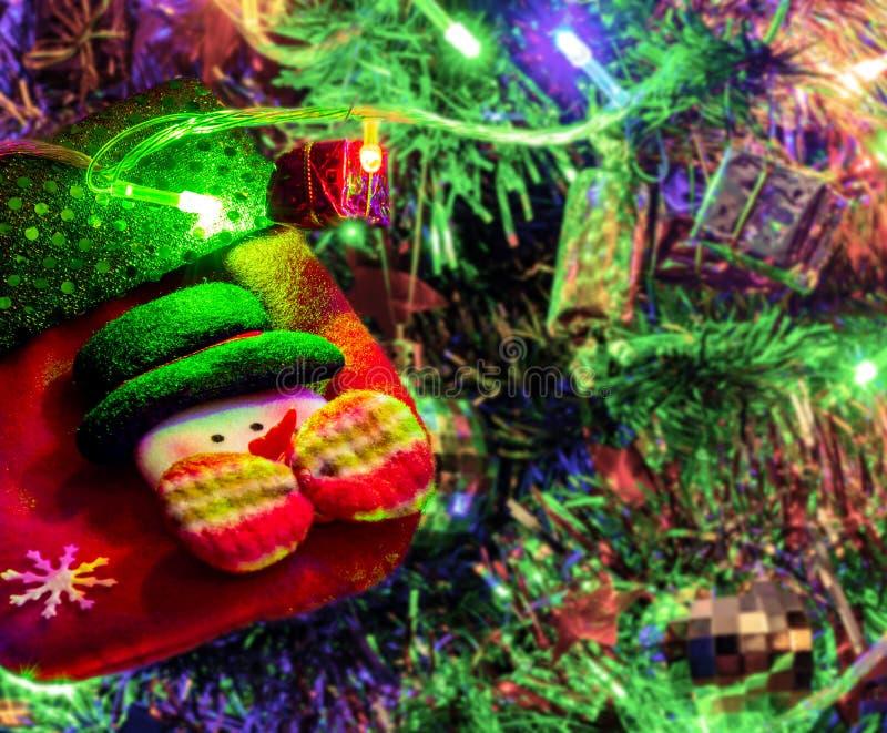 Farbige Dekoration des Weihnachtsbaums mit leerer Socke stockfotografie