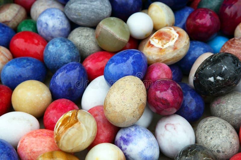 Farbige dekorative Onyxeier lizenzfreie stockfotografie