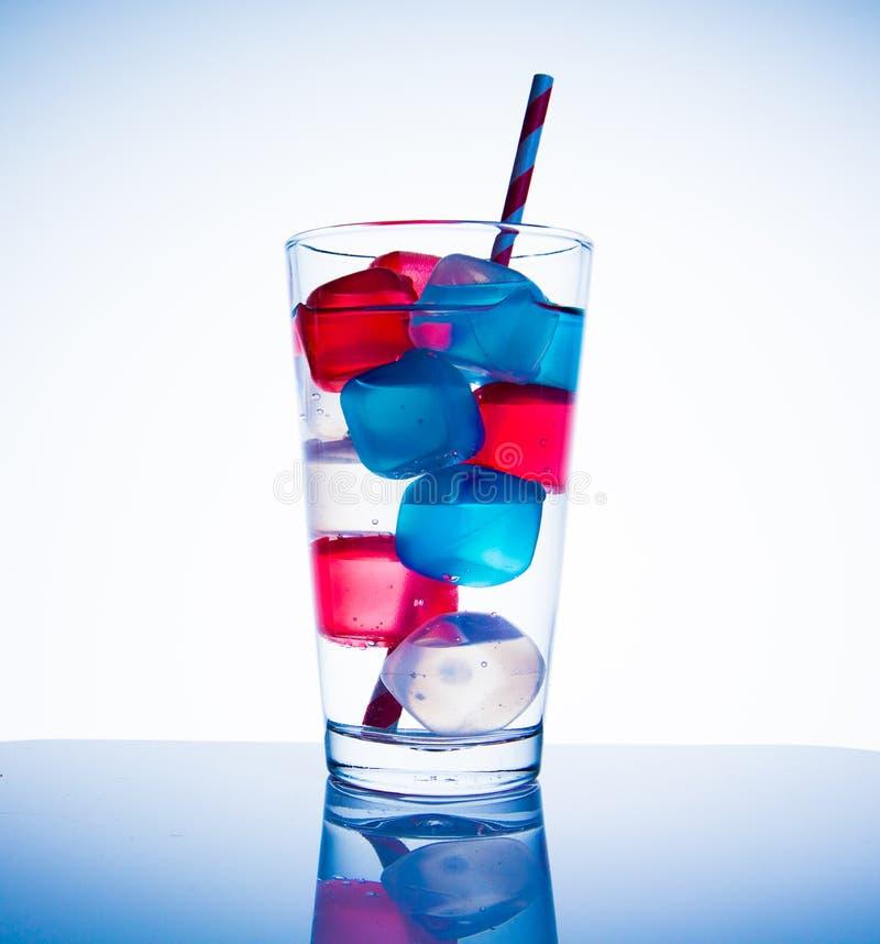 Farbige Eiswürfel stockfoto. Bild von kühl, farbe, gefärbt - 43054718