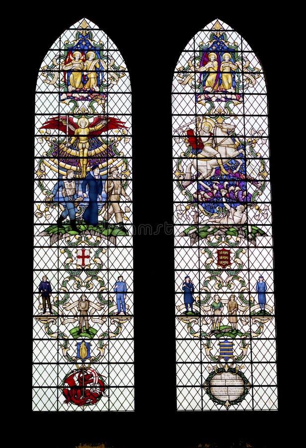 Farbige Glasfenster in der Salisbury-Kathedrale stockfoto