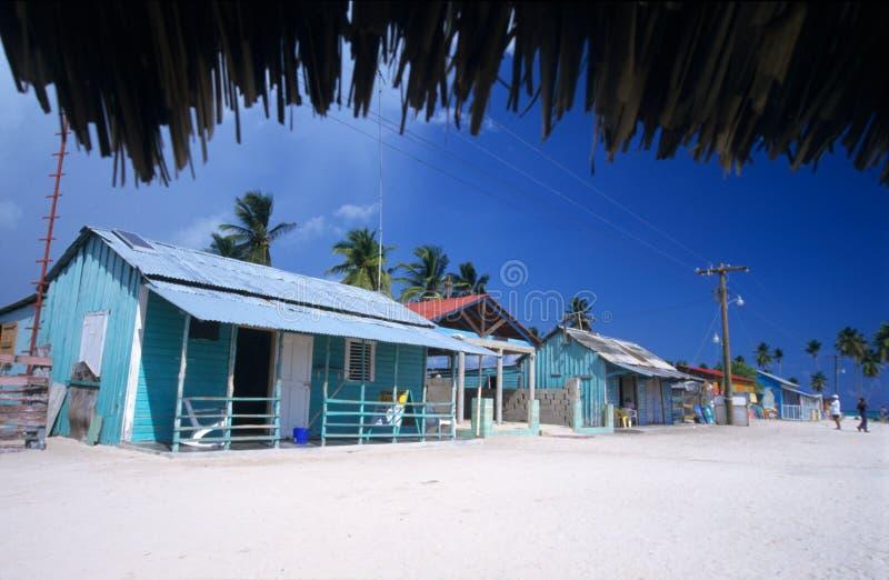 Farbige Häuser - Saona Inseldorf stockfotos