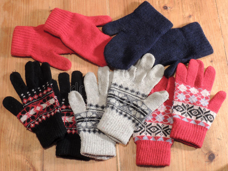 Farbige Handschuhe stockfotografie
