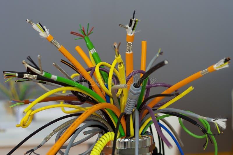Farbige industrielle Seilzüge stockfotografie