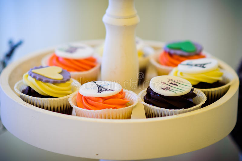 Farbige kleine Kuchen lizenzfreies stockfoto