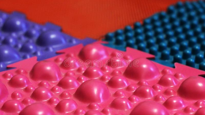 Farbige orthopädische Fußmatte für Kinder stockfotos