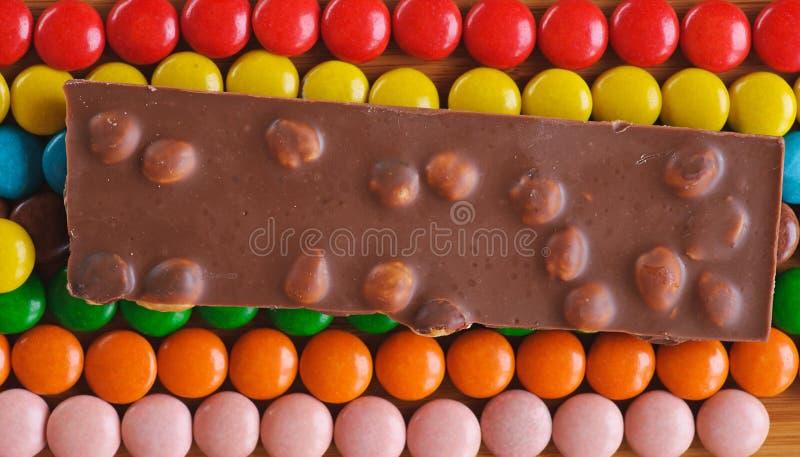 Farbige, runde Schokoladensüßigkeiten stockfoto