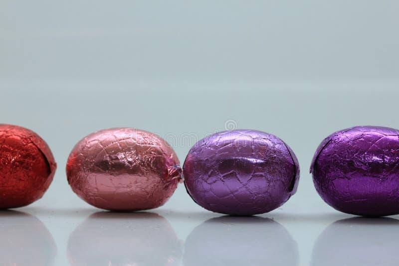 Farbige SchokoladenOstereier stockfoto