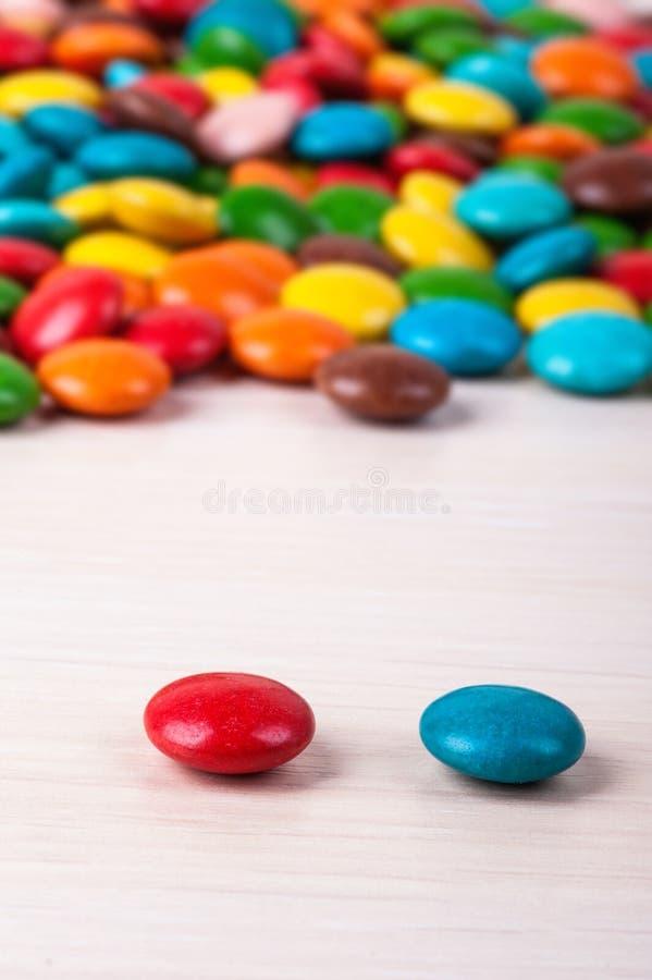 Farbige Schokoladensüßigkeit lizenzfreie stockfotos