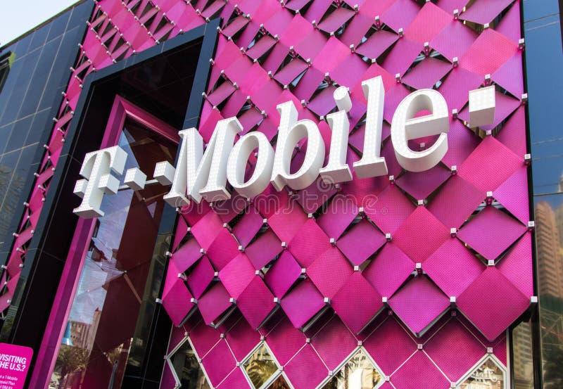 Farbige T-Mobile-Schaufenster mit Logo stockfotos