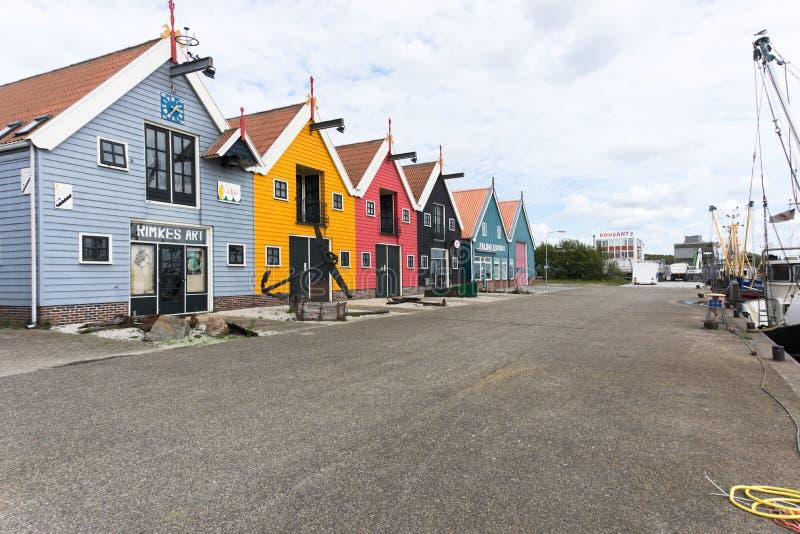 Farbige Vorderansicht der Häuser Die Niederlande - Zoutkamp stockfotos