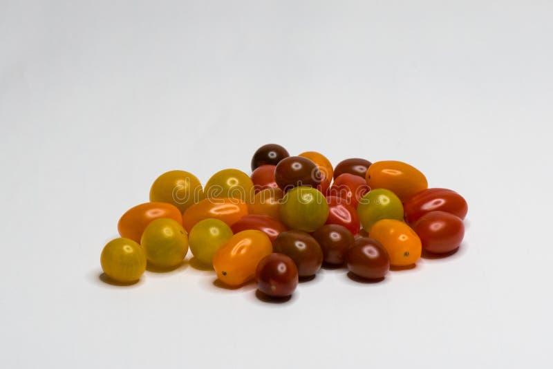 Farbiger Bio-Cherry Tomato Getrennt stockfotografie
