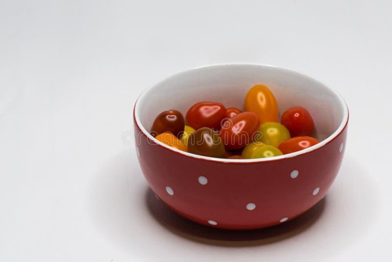 Farbiger Cherry Tomato Getrennt lizenzfreie stockfotos