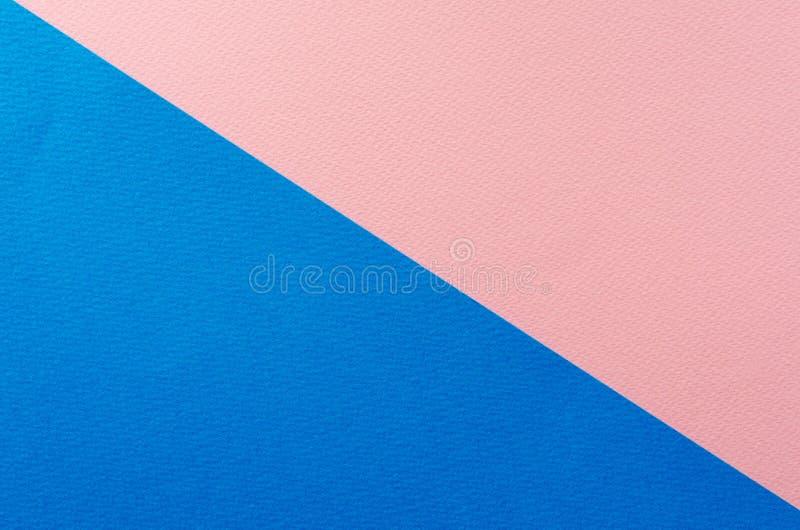 Farbiger geometrischer blauer und rosa Papierbeschaffenheitshintergrund stockfotos