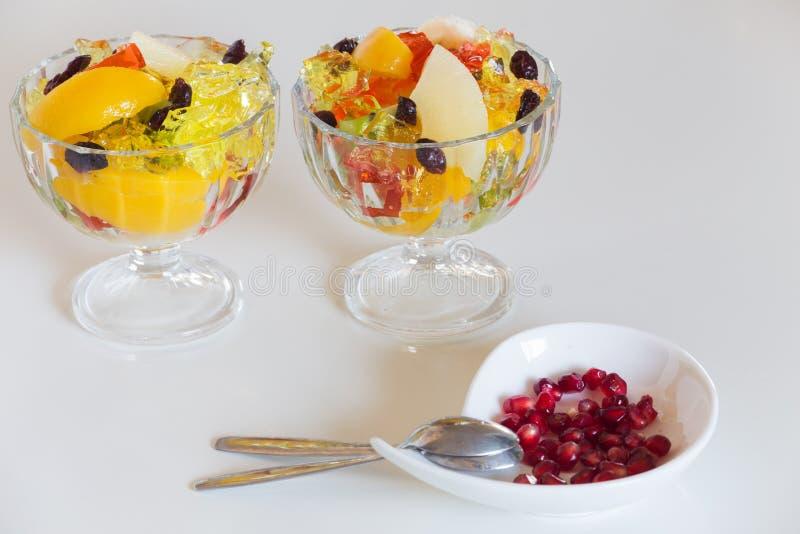 Farbiger Nachtisch/süße Früchte Und Gelee In Der Schüssel Stockfoto ...
