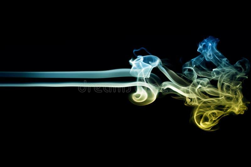 Farbiger Rauch auf Schwarzem 6 lizenzfreie stockfotografie