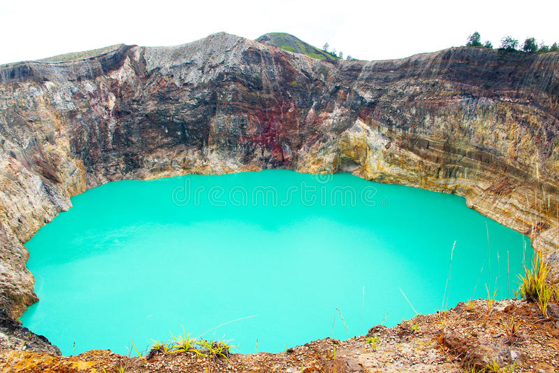 Farbiger See in Indonesien stockfotografie