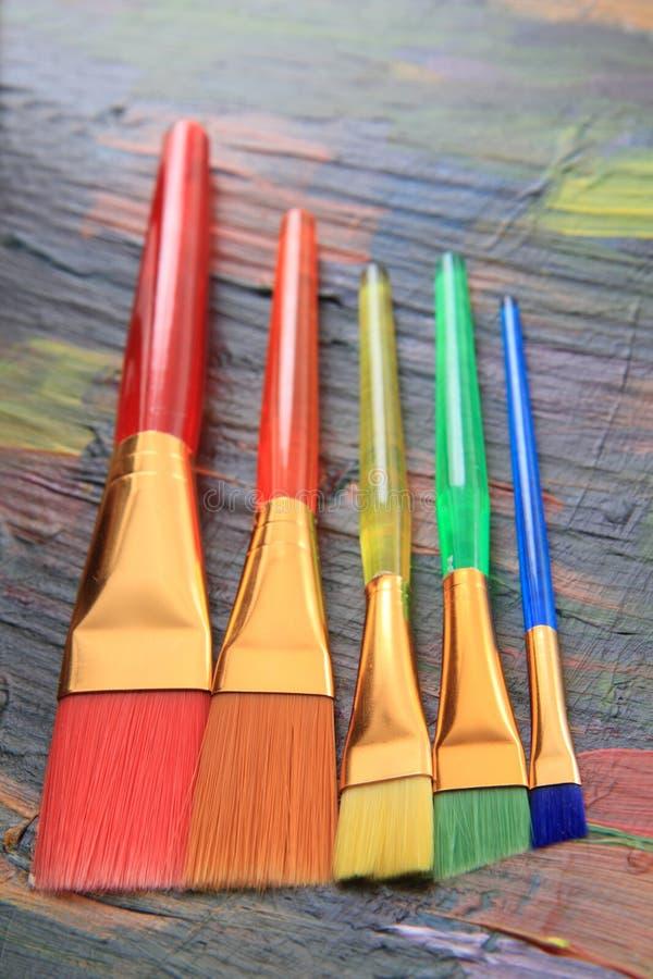 Farbpalettenbeschaffenheit mit Bürsten stockbild