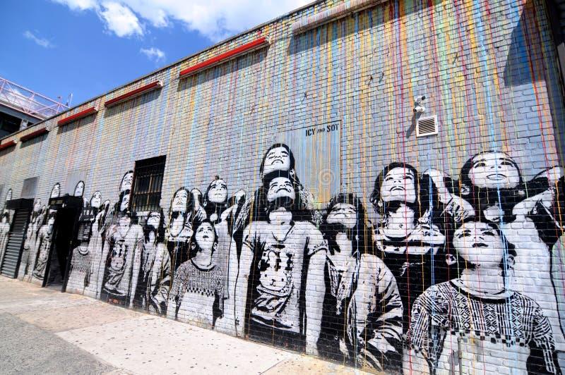 Farbregen-Wandgemälde gemalt von eisigem und vom Trunkenbold in NYC lizenzfreie stockfotografie