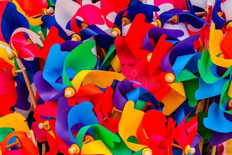 Farbregenbogen von PVC färbte gebogenen Plastik stockfoto