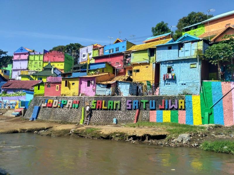 Farbvolles Dorf stockbilder