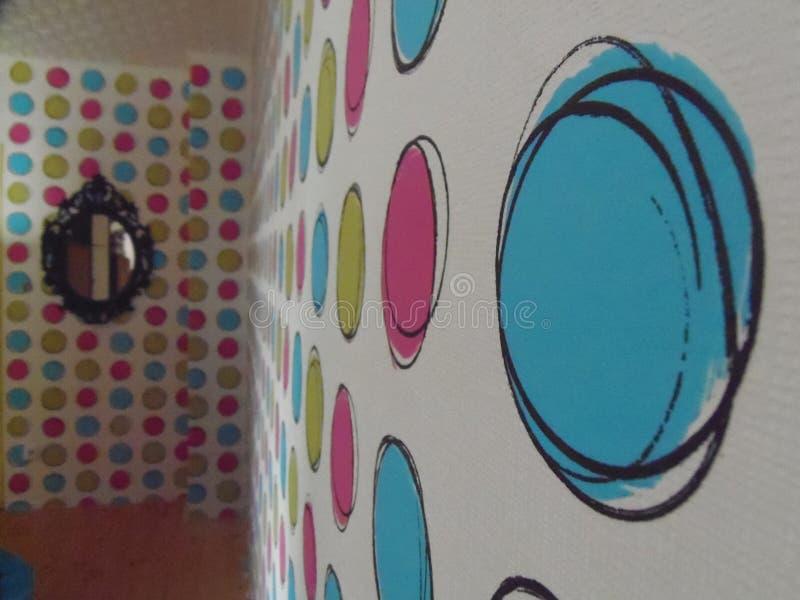 Farbwand im Haus lizenzfreie stockfotos
