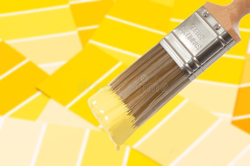 farby szczotkarski kolor żółty zdjęcia stock