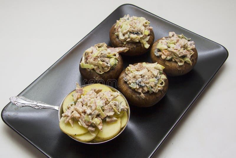 Farcichampignons met aardappel royalty-vrije stock afbeeldingen