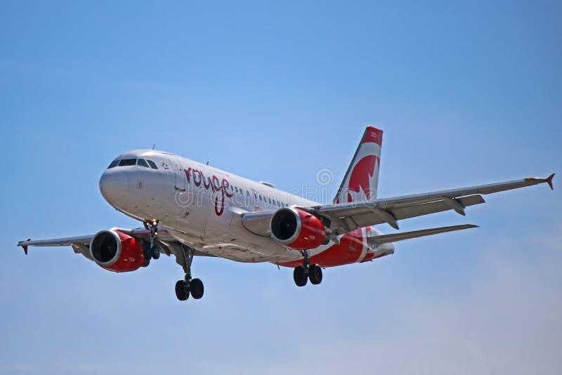 Fard à joues d'Air Canada Airbus A319-100 à l'approche finale image libre de droits