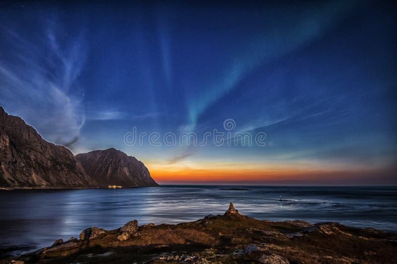 Fare signora aurora a Myrland in Lofoten immagini stock libere da diritti