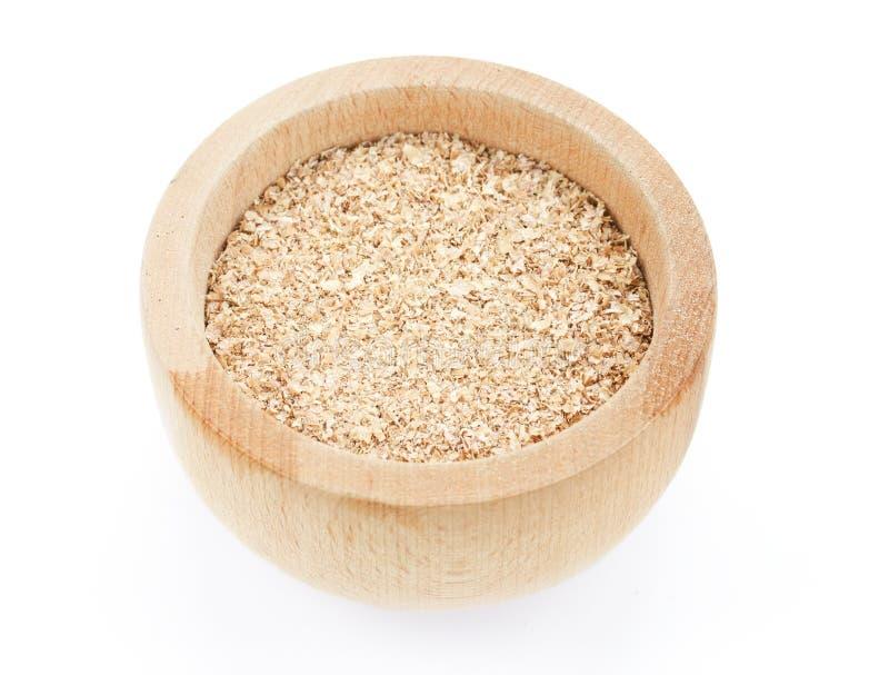 Farelo de trigo na bacia de madeira imagens de stock royalty free