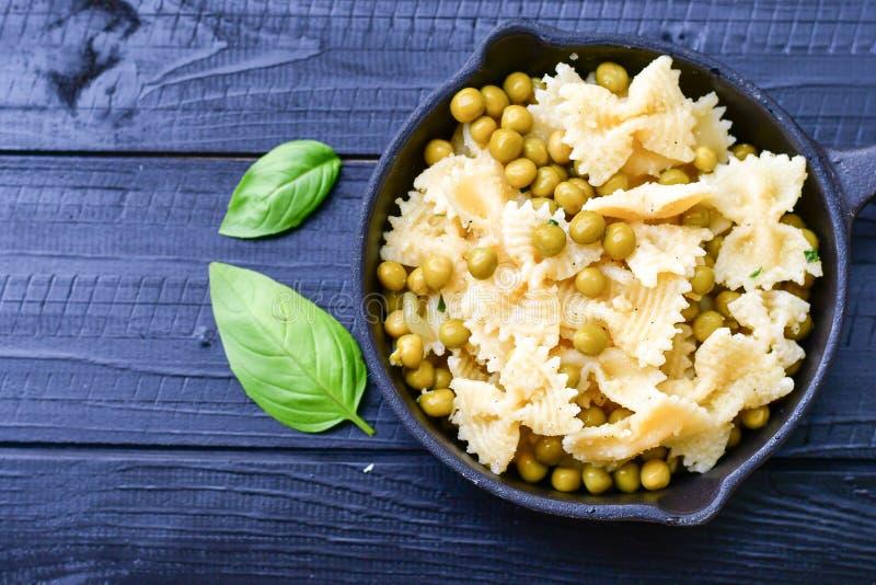 Farfalle pasta fotografering för bildbyråer